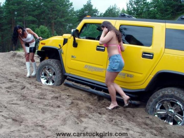 Car Stuck Girls (10)